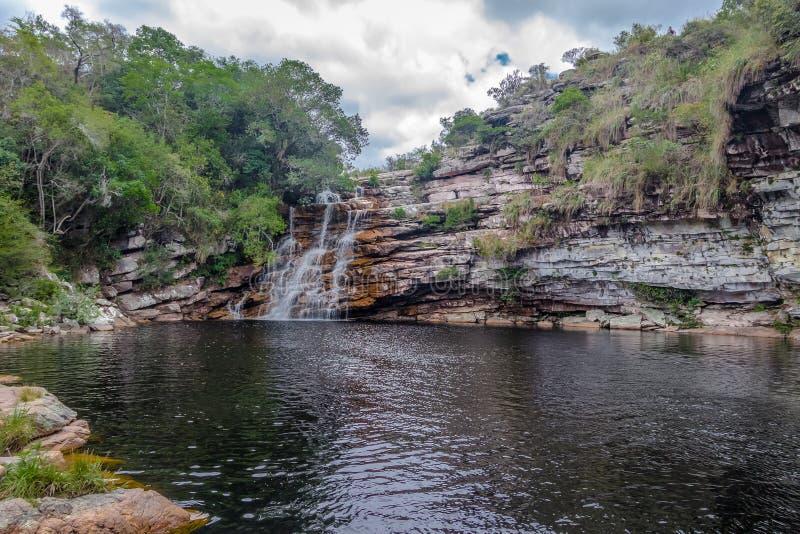 Poço tun Diabo-Wasserfall in Mucugezinho-Fluss- Chapada Diamantina, Bahia, Brasilien stockbild