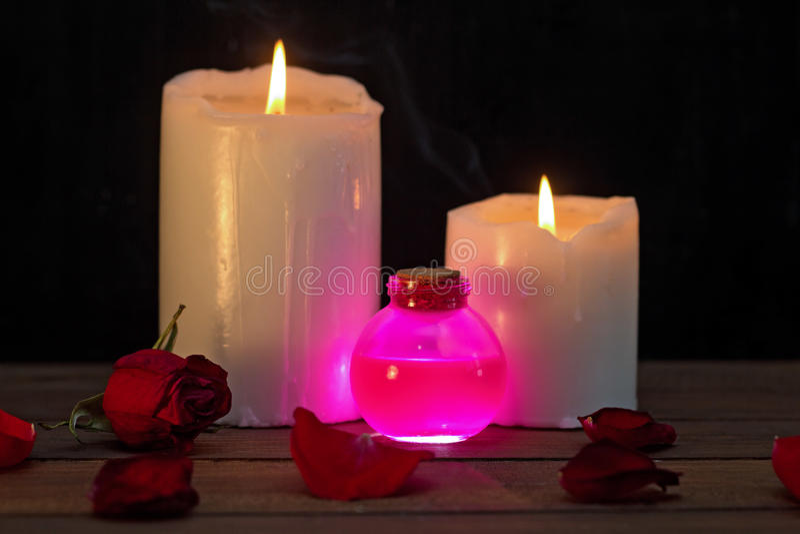 Poção de amor cor-de-rosa imagens de stock