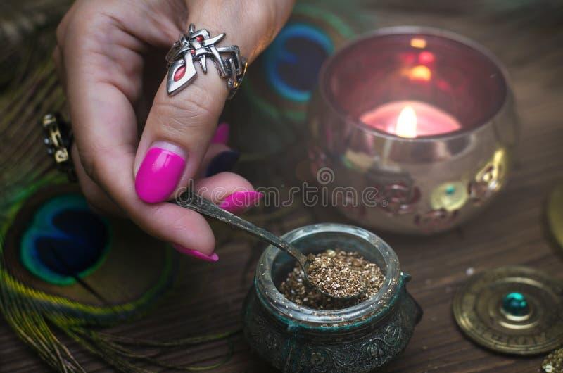 Poção mágica witchcraft Qure mágico shaman fotos de stock royalty free