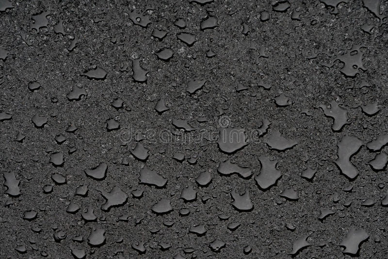 Poças pequenas no asfalto novo limpo imagens de stock royalty free