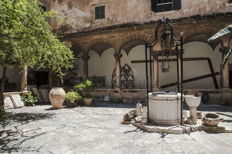 Poço de água antigo imagem de stock