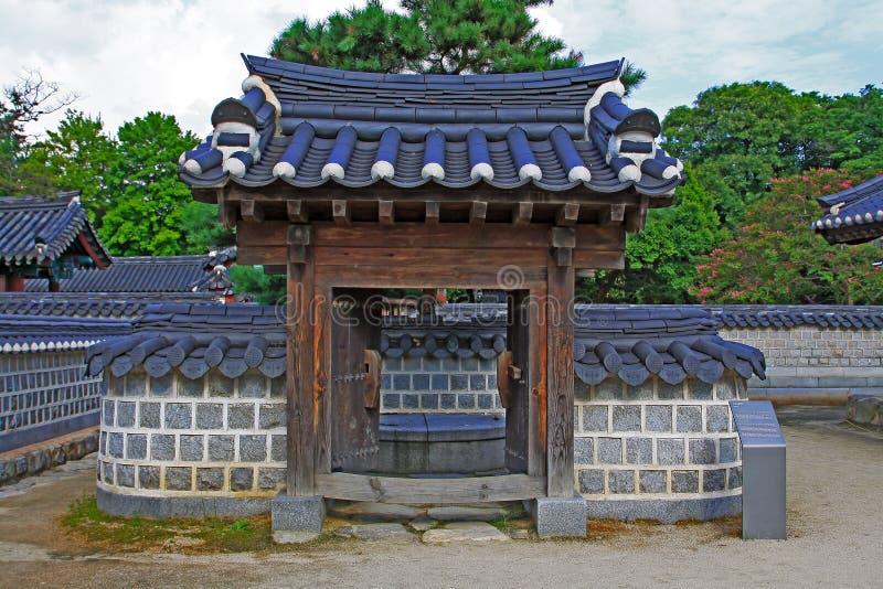 Poço de Coreia Jeonju Gyeonggijeon Shrine's fotos de stock