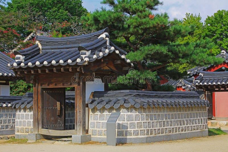 Poço de Coreia Jeonju Gyeonggijeon Shrine's imagens de stock
