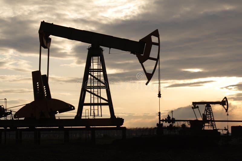 poço de petróleo fotos de stock