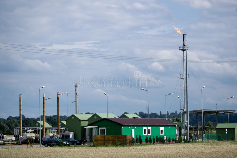 Poço de petróleo em Kostrzyn Nad OdrÄ/Poland foto de stock