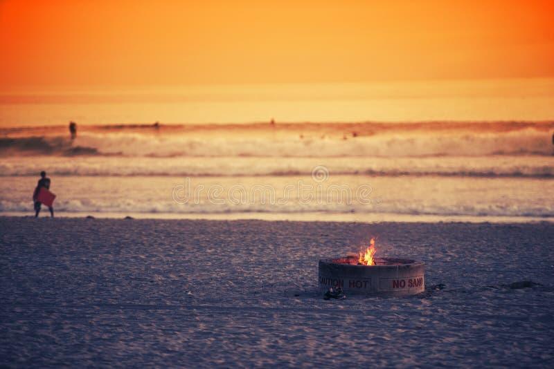 Poço do fogo da praia fotos de stock
