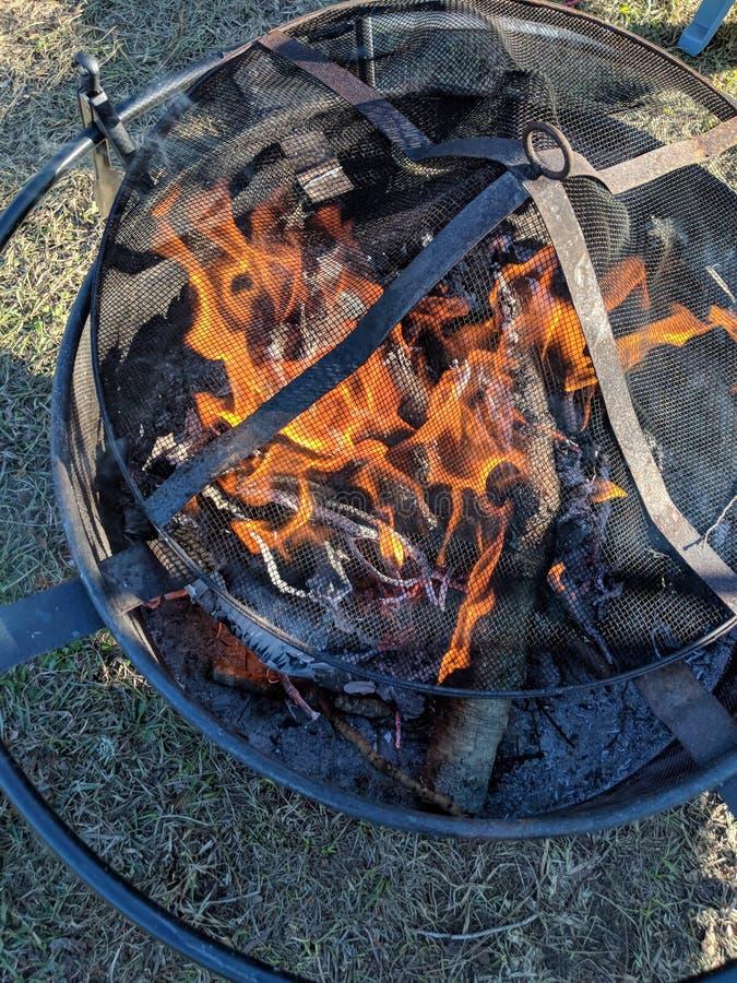 Poço do fogo durante o dia fotos de stock