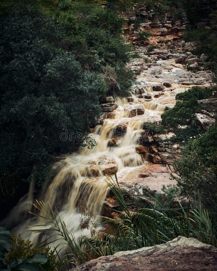 Poço gör diabovattenfallet, den Mucugezinho floden, Lençóis - Bahia, Brasilien royaltyfri fotografi
