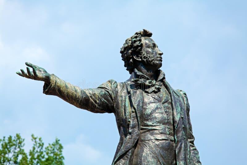 Poète célèbre Alexander Pushkin Statue, St Petersbourg images libres de droits