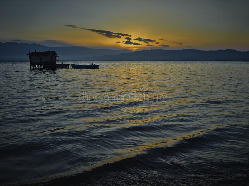 Stara połów chałupa w świcie zdjęcia royalty free