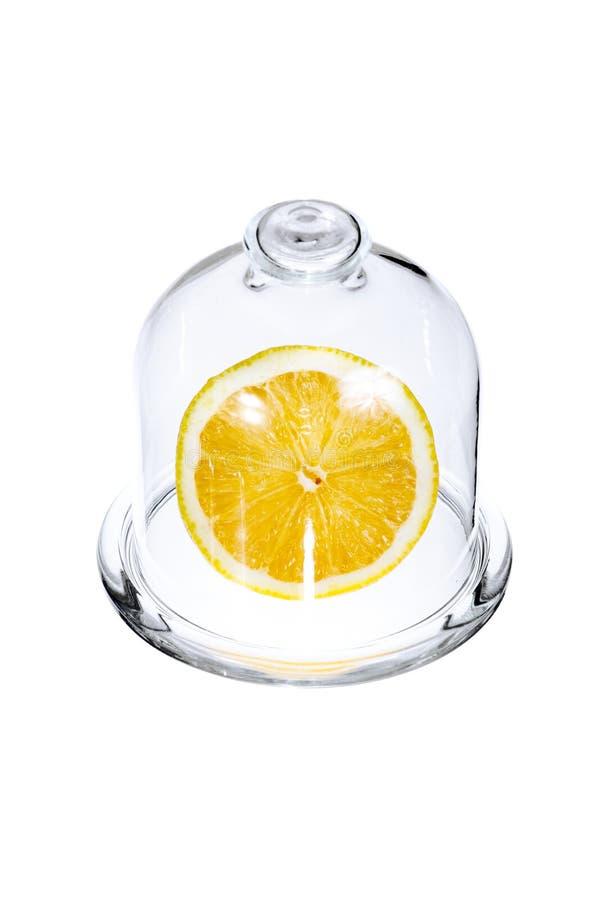 Połówka cytryny w szklanej kolbie zdjęcia royalty free