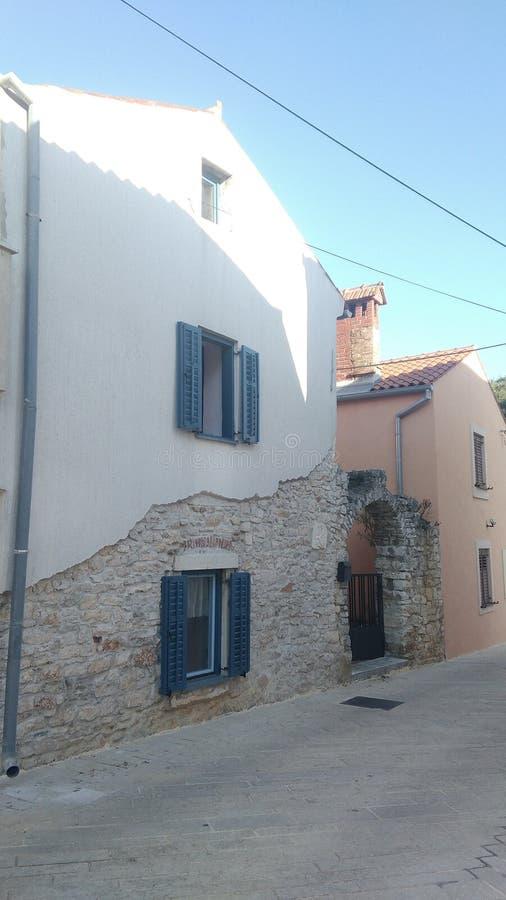 Połówka drylujący dom w Stinjan, Chorwacja fotografia stock