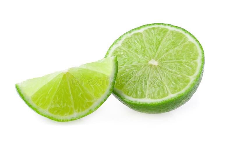 Połówka z plasterkiem świeży zielony wapno odizolowywający na białym tle obraz royalty free