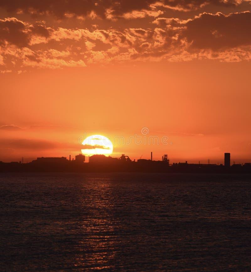 Położenia słońce Nad Gary pracami fotografia royalty free