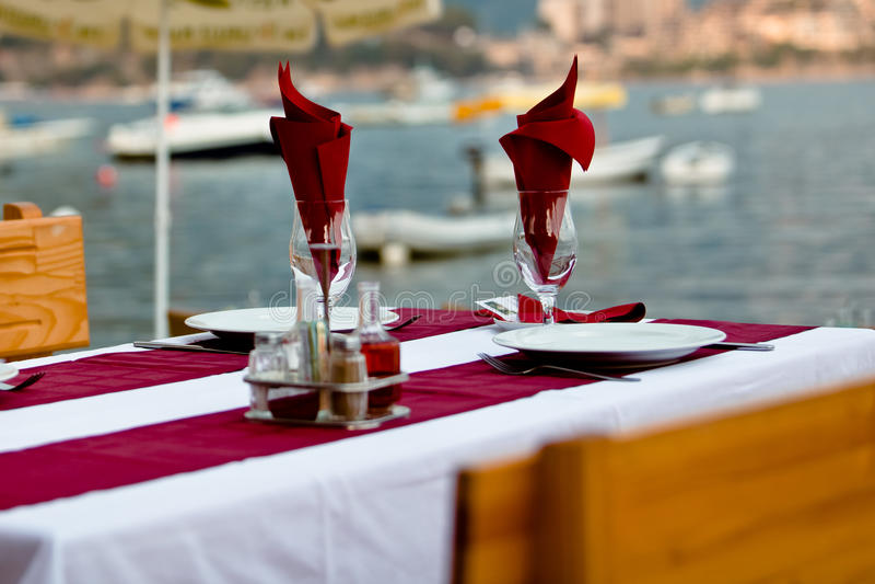 położenie restauracyjny stół obraz stock