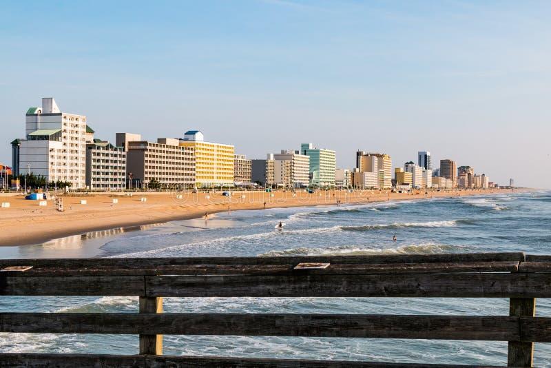 Połowu mola widok Virginia plaży graniczący z oceanem obraz royalty free
