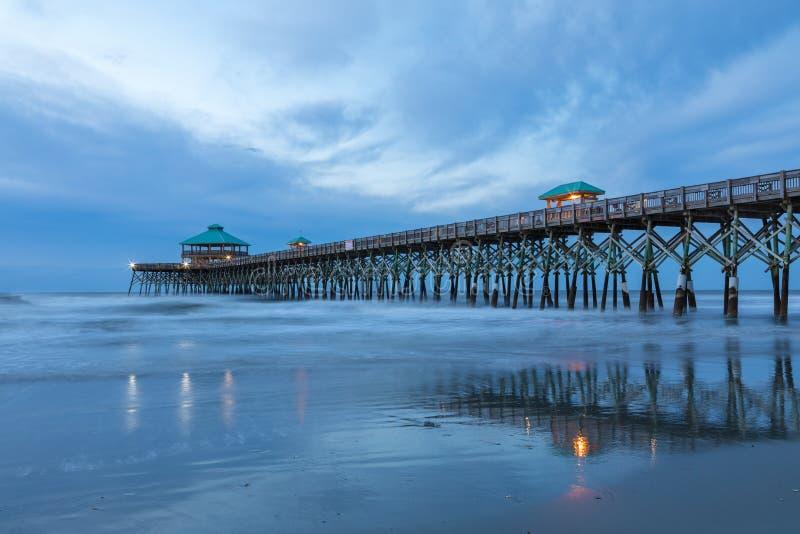 Połowu molo przy głupoty plażą Charleston Południowa Karolina fotografia royalty free