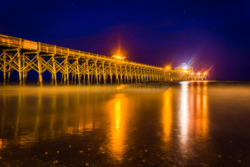Połowu molo przy nocą, w głupoty plaży, Południowa Karolina obrazy royalty free