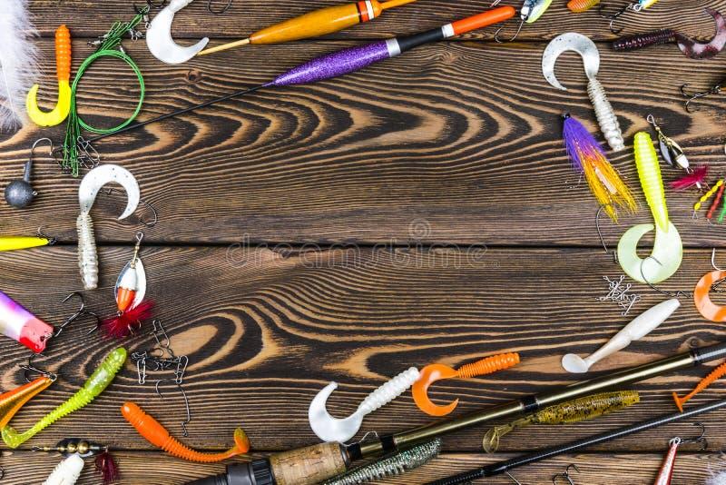 Połowu prącie, sprzęty i połowów popasy, rolka na drewnianej deski tle fotografia stock