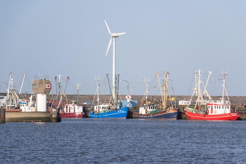 Połowu przemysł - trawlery są w schronieniu fotografia stock