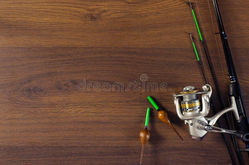 Połowu sprzęt na drewnianym tle fotografia royalty free