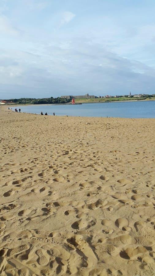 Południe osłania Tyne i odzieży kingdomBeach linii brzegowej piaska jednoczącego morze fotografia stock