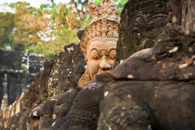 Południe zakazują angkor thom w Kambodża wykładają z wojownikami i obraz stock