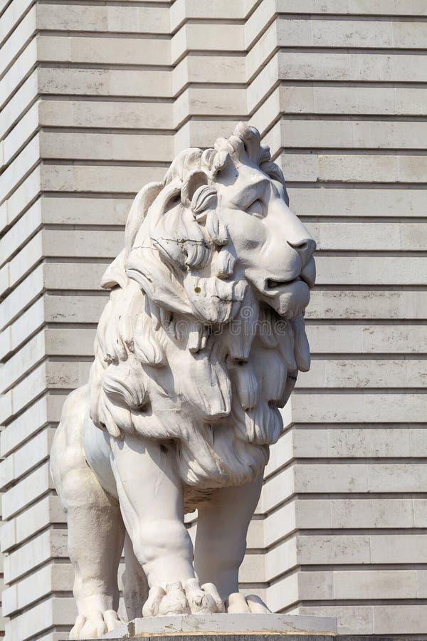Południowa banka lwa statua, Westminister most, Londyn, Zjednoczone Królestwo fotografia stock