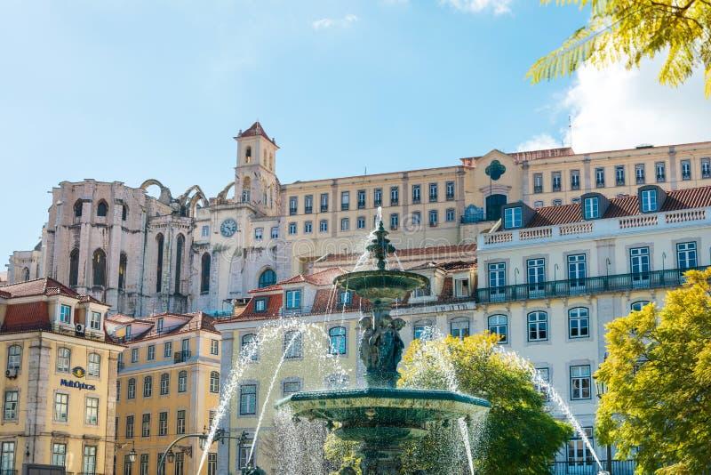 Południowa fontanna w Lisbon, Portugalia obraz royalty free