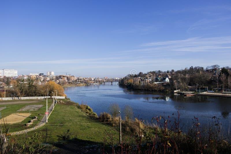 Południowa pluskwy rzeka w opóźnionej jesieni Spartak sporty i plaża opieramy się dynamo obraz royalty free