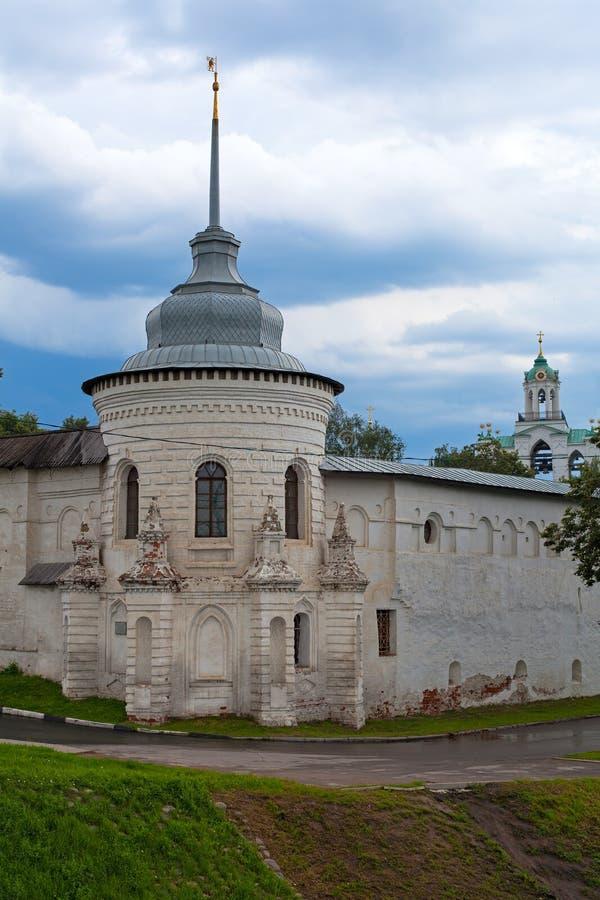 Południowo-zachodni (objawienia pańskiego) wierza ogrodzenia transfiguraci Święty monaster w Yaroslavl zdjęcie royalty free