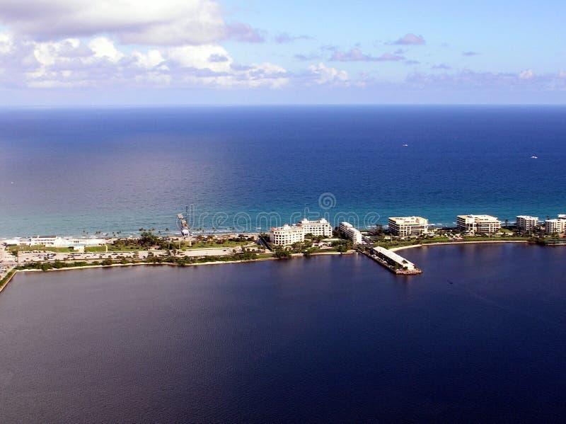 Południowy Jeziorny Warty mola widok z lotu ptaka & palm beach fotografia royalty free