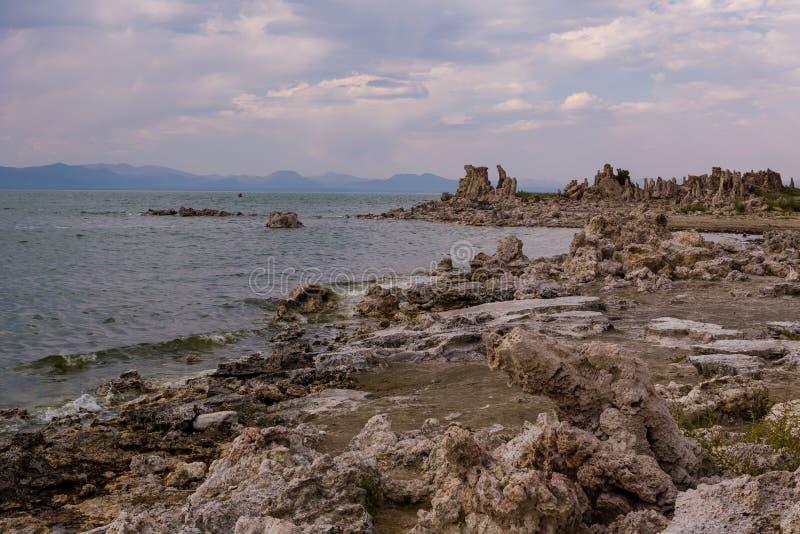 Południowy Tufa teren przy Mono jeziorem zdjęcie stock