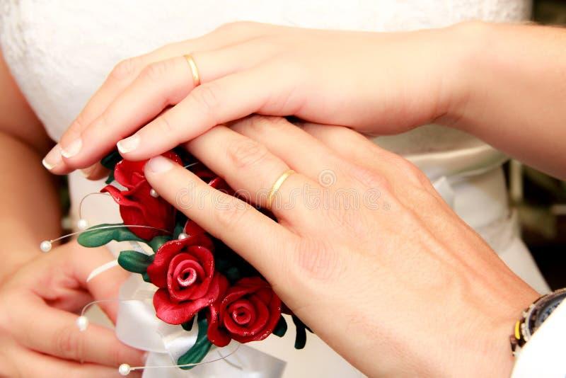 Poślubiać Buque z piękną czerwienią kwitnie i operla zdjęcia stock