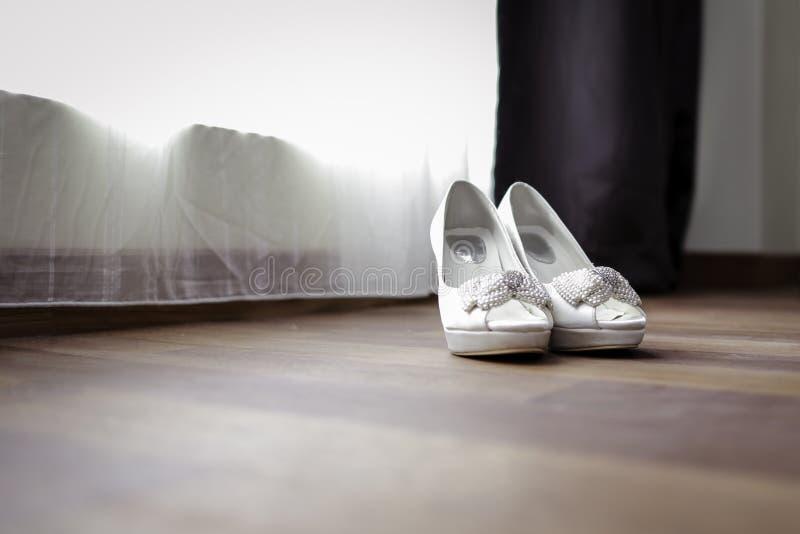 Poślubiać buty na podłoga fotografia royalty free
