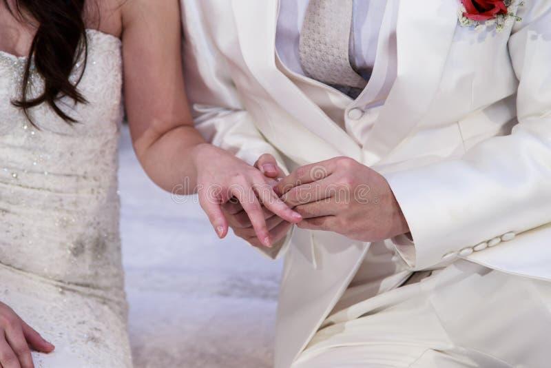 Poślubiać, obrączka ślubna, zobowiązanie fotografia royalty free