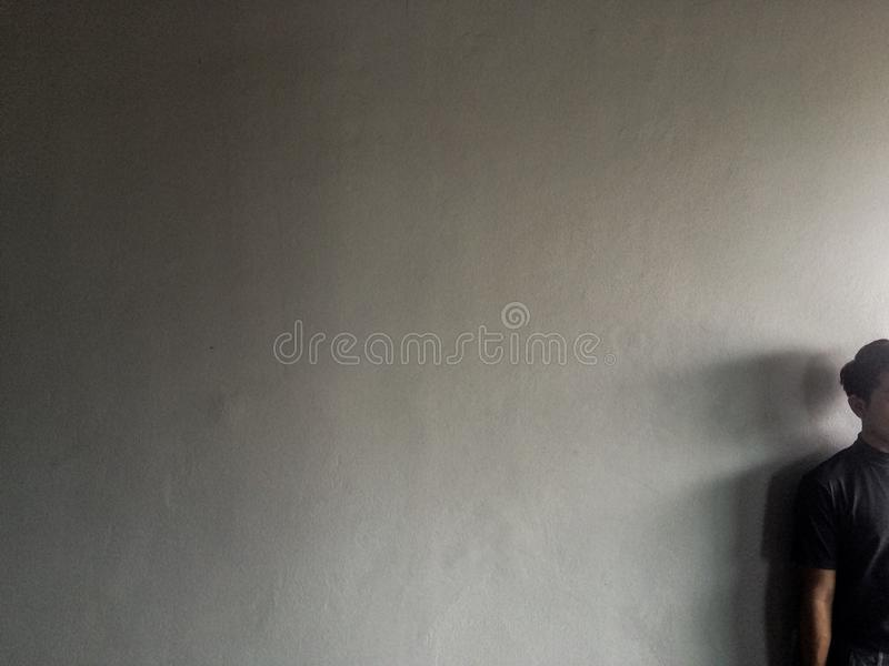 Pośredni światło i mężczyzna fotografia stock