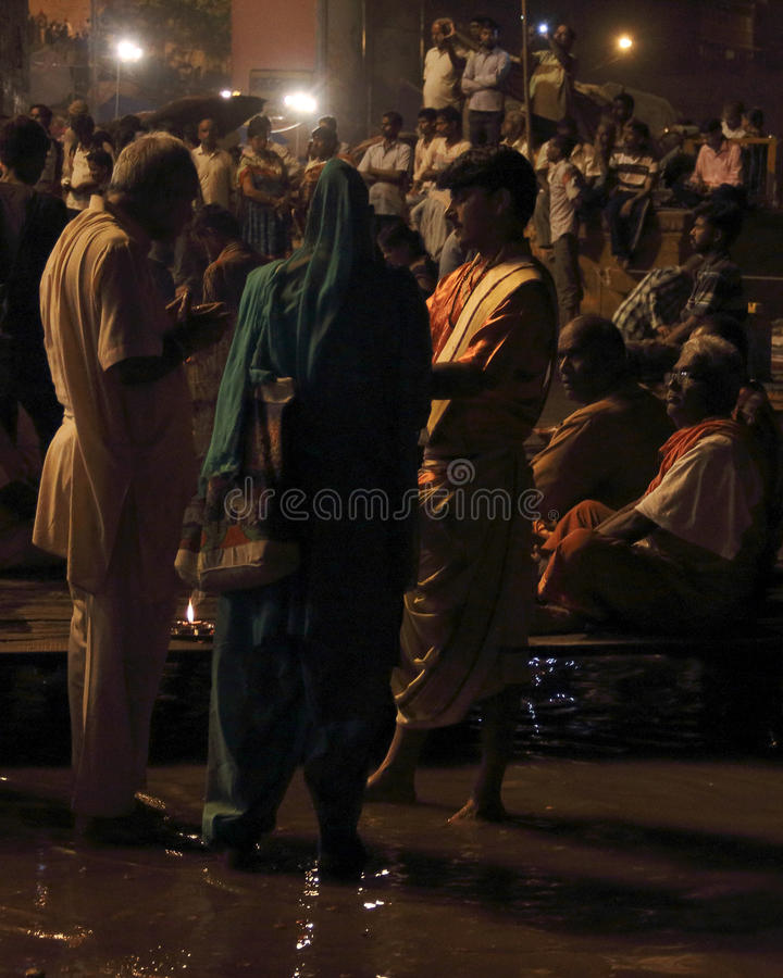 Poświęcenie Ganges rzeka przy nocą zdjęcie royalty free
