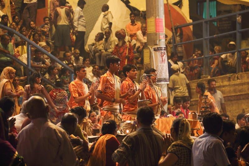 Poświęcenie Ganges rzeka przy nocą fotografia royalty free