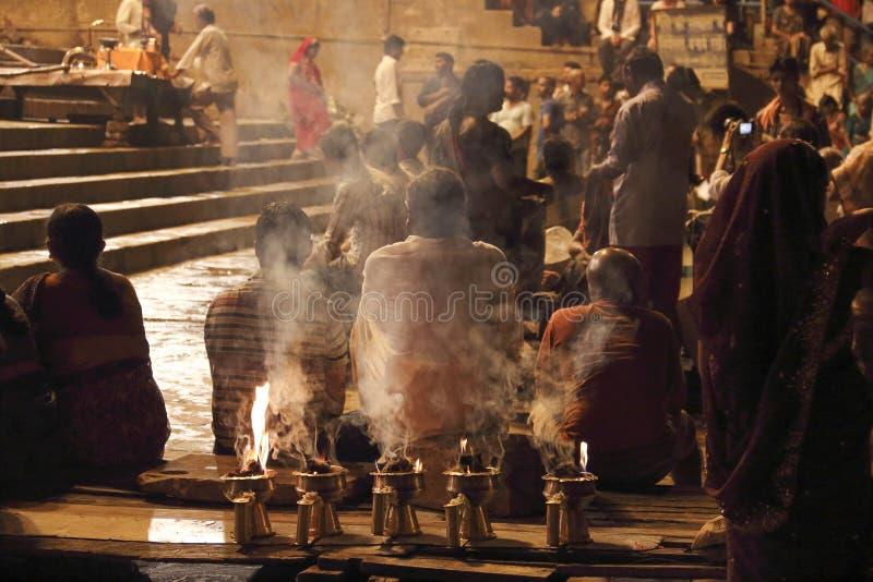 Poświęcenie Ganges rzeka przy nocą zdjęcie stock