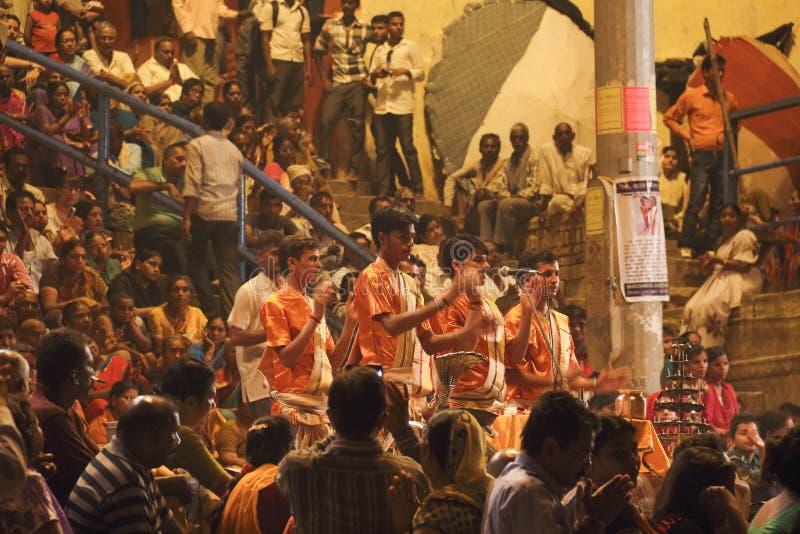 Poświęcenie Ganges rzeka przy nocą fotografia stock