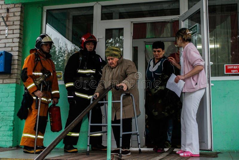 Pożarnicza ewakuacja przy karmiącym domem w Gomel regionie republika Białoruś obraz royalty free