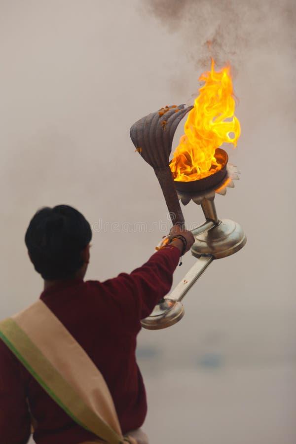 Pożarnicza Latarniowa Hinduska Księdza Ganges Rzeki Modlitwa obrazy stock