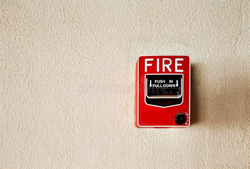 Pożarniczego alarma guzik na ścianie zdjęcie stock