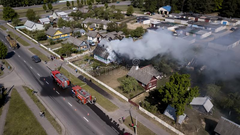 Pożarniczy budynek mieszkalny w miasto widoku z lotu ptaka obrazy royalty free