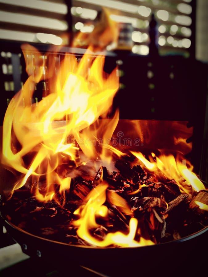 Pożarniczy grill przy nocą obraz royalty free