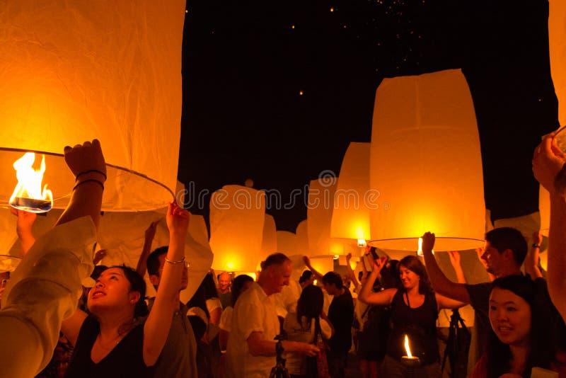 Pożarniczy latarniowy festiwal przy Chiang Mai, Tajlandia fotografia stock