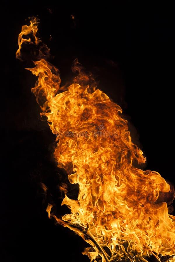 Pożarniczy płomień na czarnym tle fotografia royalty free