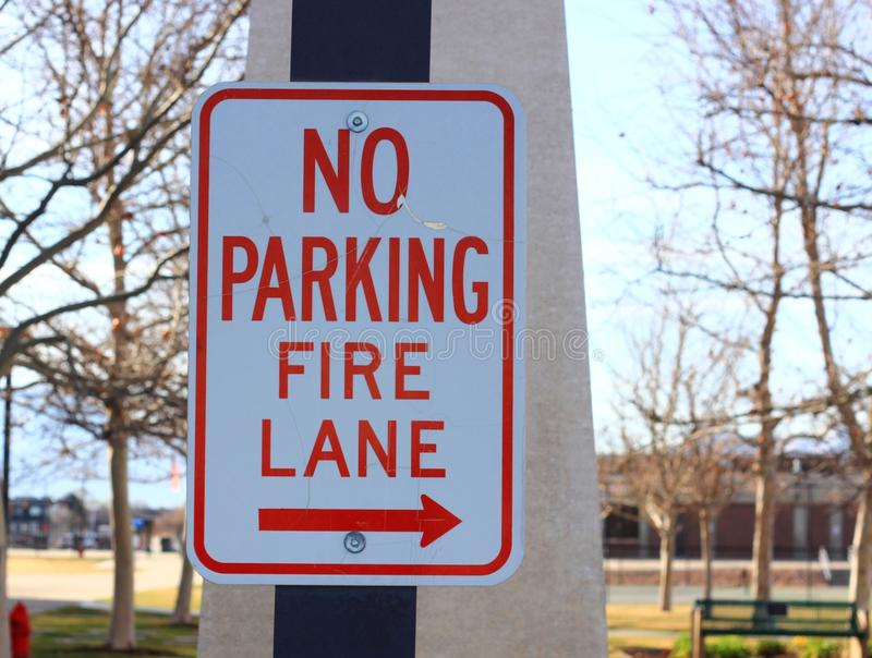 pożarniczy pas ruchu parking żadny znak zdjęcie stock