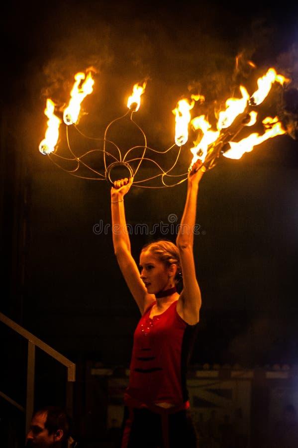 Pożarniczy przedstawienie w Kaluga regionie Rosja podczas miasto wakacje dedykującego młodość dzień zdjęcia stock
